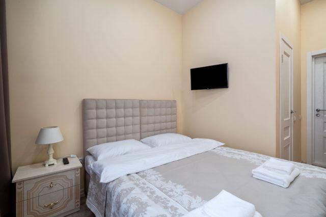 Двухместный стандарт с одной кроватью и ванной комнатой